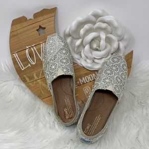 Toms Classic Floral White Crochet Silver Base Flat